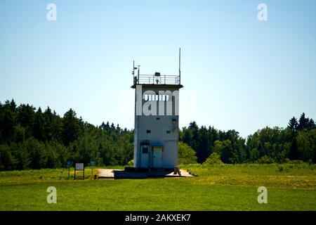 Behrungen, THURINGE, MONUMENT DDR, ALLEMAGNE - 27 JUIN 2019 Tour de surveillance de l'ancienne frontière intérieure allemande entre la RDA et l'Allemagne à Behrungen Banque D'Images