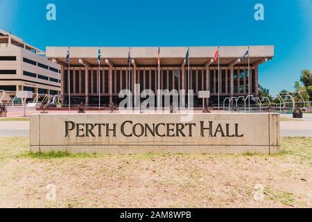Perth, AUSTRALIE - 24 décembre 2019 : vue sur la salle De Concert du quartier des affaires de Perth et des environs Banque D'Images