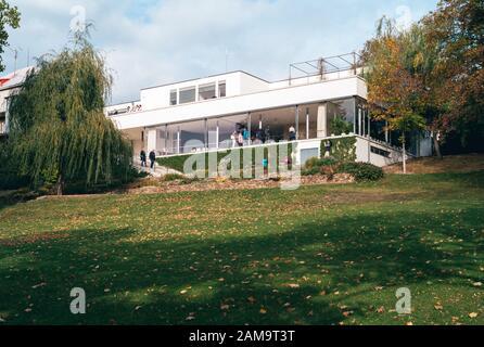 Brno, Moravie, République tchèque - Oktober 27 2018: Villa Tugendhat, Une Célèbre maison moderniste Conçue par Ludwig Mies van der Rohe dans l'International S. Banque D'Images