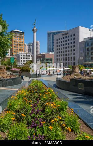 Vue sur les bâtiments et les visiteurs de Union Square, San Francisco, Californie, États-Unis, Amérique du Nord