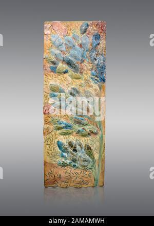 Minoan fresque d'art floral de mur du Palais Knossos, 1600-1300 av. J.-C. Musée Archéologique D'Héraklion. Arrière-Plan Gris. Banque D'Images
