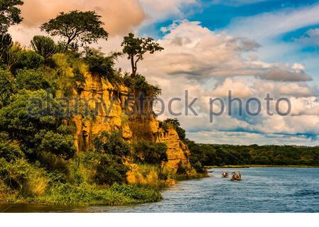 Bateaux touristiques sur le Nil dans le parc national de Murchison Falls, Ouganda. Banque D'Images