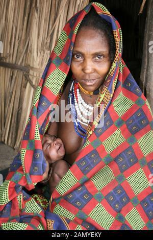 Nouvelle Mère Du Tribe Arbore, Vallée De L'Omo, Ethiopie Banque D'Images
