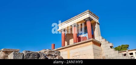 Panorama de Minoan de l'entrée nord Propylaeum avec ses taureaux peints de chargement, site archéologique du palais de Knossos, Crète Banque D'Images