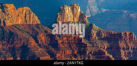 Une large présentation panoramique depuis la rive nord du parc national du Grand Canyon, Arizona, États-Unis Banque D'Images
