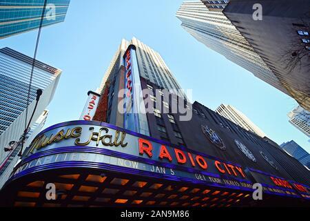 Manhattan, New York, NY, USA - Le 30 novembre 2019. Le Radio City Music Hall Building à Rockefeller Center, Manhattan, NY, USA .