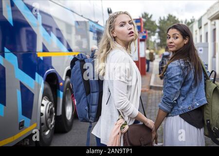 ROXANE HAYWARD, STEPHANIE SCHILDKNECHT, Accident, 2017 Banque D'Images