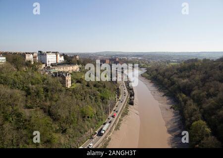 BRISTOL, UK - 8 avril 2019. Vue du pont suspendu de Clifton enjambant l'Avon Gorge ouvert 1864. Bristol, Angleterre, Royaume-Uni, le 8 avril 2019