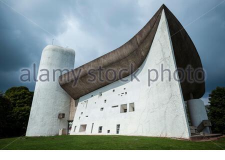 La chapelle notre-Dame du Haut, Ronchamp, a été conçue par le célèbre architecte suisse le Corbusier. Banque D'Images