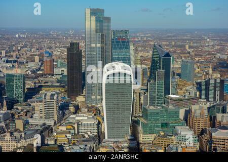 Vue aérienne de la ville de Londres, à partir de la plate-forme d'observation d'échardes, London's plus haut l'affichage galerie offrant de superbes vues sur Londres et au-delà Banque D'Images