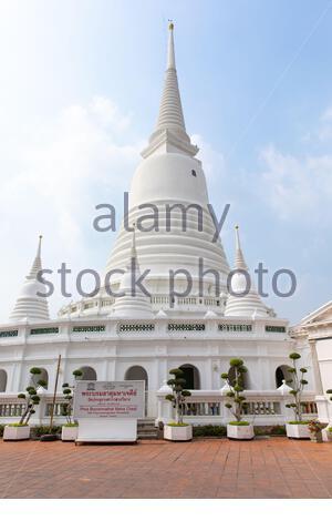 Dans la Pagode Wat Prayurawongsawat Worawihan est situé le long de la rivière Chao Praya. Bangkok, Thaïlande Banque D'Images
