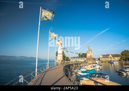 Lindau, Allemagne, Juillet 2019 - entrée du port de Lindau, sur le lac de Constance - Bodensee - avec le nouveau phare et le lion bavarois. La Lindau