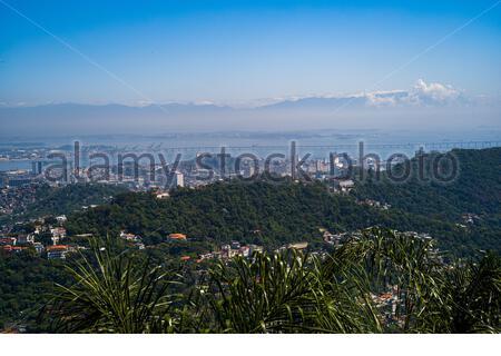 Vue sur la côte de Corcovado - la montagne avec Christ la statue du Rédempteur à Rio de Janeiro, Brésil, photo avec Leica m10 Banque D'Images