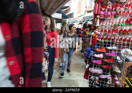 Stanley Hong Kong - boutiques et étals de marché, Stanley Market dans la ville de Stanley, Hong Kong Island, Hong Kong Asia Banque D'Images
