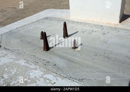 Sundial pour des heures de prière dans la Grande Mosquée, Kairouan Tunisie Banque D'Images