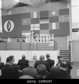 Le symposium sur l'alimentation a été ouvert à la RAI par le Président du Ministre, M. V. G. Marijnen. Ministre Biesheuvel Au Cours Du Mot Date: 11 Novembre 1963 Lieu: Amsterdam, Noord-Holland Mots Clés: Ministre-Président Nom De Personne: Biesheuvel, Barend, Marijnen, Victor Banque D'Images