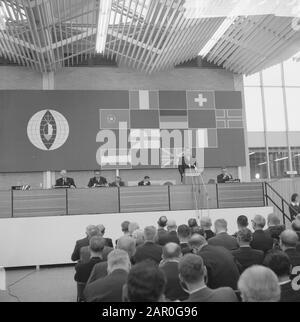 Le symposium sur l'alimentation a été ouvert à la RAI par le Président du Ministre, M. V. G. Marijnen. Aperçu Date: 11 novembre 1963 lieu: Amsterdam, Noord-Holland mots clés: Ministre-président, aperçus Nom personnel: Marijnen, Victor Banque D'Images