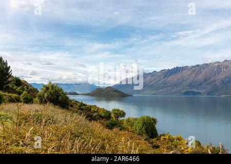 Île Pigeon Près De Glenorchy, Nouvelle-Zélande, Dans Le Lac Wakatipu Banque D'Images