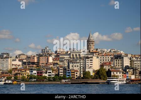 Pittoresque du quartier de Galata et de la tour de Galata sur le côté nord de la Corne d'Or à Istanbul, en Turquie Banque D'Images
