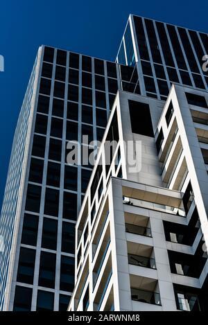 Frankfurt am Main, Hesse / Allemagne - 0811 2018: Abstract view sur immeubles de bureaux modernes dans le quartier financier Banque D'Images