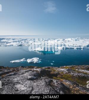 Iceberg et la glace de glacier en nature paysage arctique à Ilulissat, Groenland. Drone aérien photo d'icebergs à Ilulissat. Touchés par