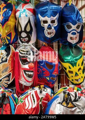 Lucha libre masques en vente sur le marché de la rue à San Miguel de Allende, Guanajuato, Mexique. Banque D'Images