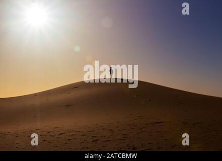 Les Tuaregs dans le désert du Sahara, au Maroc