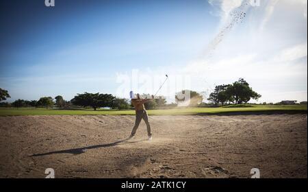 Jouer au golf golfeur
