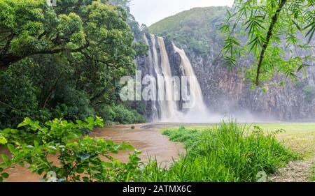 Chute de Niagara à l'île la Réunion en saison de pluie Banque D'Images