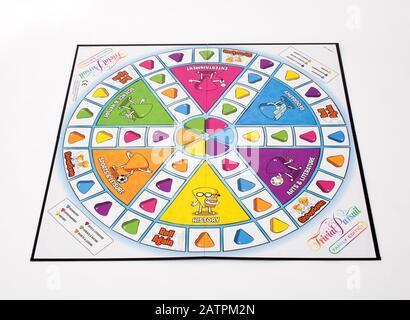 Le jeu de société Trivial Pursuit, édition familiale