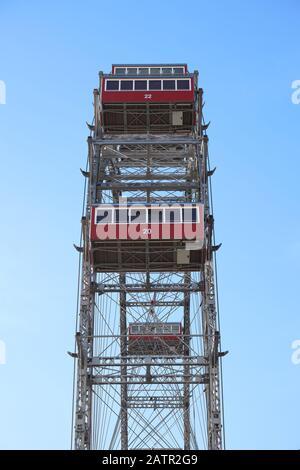 Vue latérale de la grande roue ferris 'Wiener Riesenrad' - le point de repère principal de Vienne, Autriche