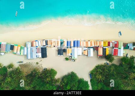 Vue aérienne du centre commercial de la plage tropicale à Punta Cana, République dominicaine.
