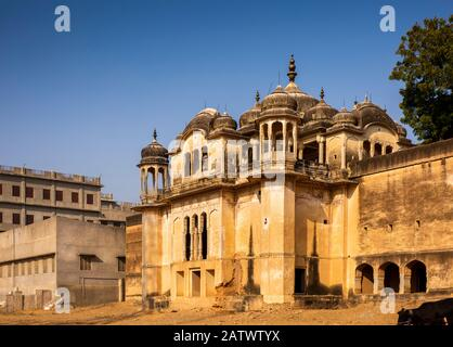 Inde, Rajasthan, Shekhawati, Dundlod, Jagathia Haveli, Chhatri adjacent à la propriété historique