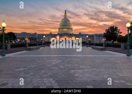 Le Capitole américain à Washington DC au coucher du soleil