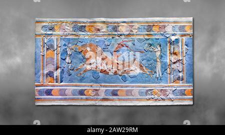 La fresque Minoan « Bull Leaping » représentant un athlète qui s'empare d'un dos en taureaux, Knossos-Palace, 1600-1400 av. J.-C. Musée Archéologique D'Héraklion., Gris Banque D'Images