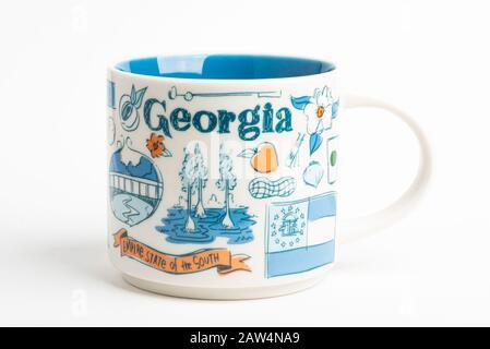Vidalia, Géorgie / États-Unis - 27 septembre 2019 : une photo de produit d'un mug Starbucks aux motifs emblématiques inspirés de la Géorgie. Banque D'Images