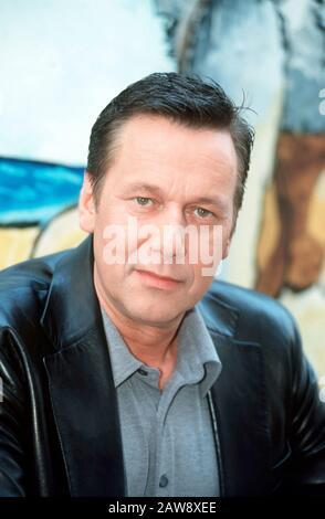 Porträt des Sängers ROLAND KAISER zu Gast in der Sendung DAS SCHÖNSTE AUS DEM FRÖHLICHEN ALLTAG, Deutschland 2000. Portrait du chanteur ROLAND KAISER invité dans le programme DAS SCHÖNSTE AUS DEM FRÖHLICHEN ALLTAG, Allemagne 2000.