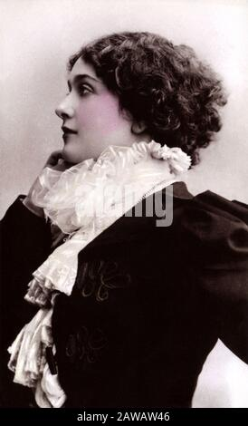 1890 CA, PARIS , FRANCE : la célèbre soprano italienne de l'opéra LINA CAVALIERI ( Viterbo 1874 - Firenze 1944 ) , photo de REUTLINGER , Paris. Le Plus Banque D'Images