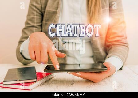 Note d'écriture montrant Chatbot. Concept d'affaires pour une sorte de programme informatique qui simule la conversation humaine concept d'affaires avec communication Mo Banque D'Images