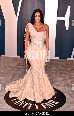 Beverly HILLS, CA - FÉVRIER 09: Kim Kardashian-West assiste à la Vanity Fair Oscar Party 2020 organisé par Radhika Jones au Wallis Annenberg Center for the Performing Arts le 24 février 2019 à Beverly Hills, Californie. Banque D'Images