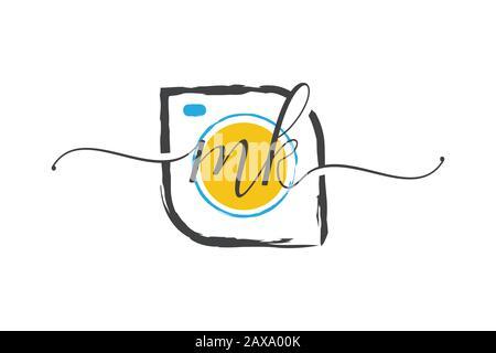 M K logo d'écriture manuscrite initial avec une brosse, concept de logo de photographie. Banque D'Images