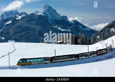 Golden Pass Panoramic Express MOB im Saanenland Banque D'Images