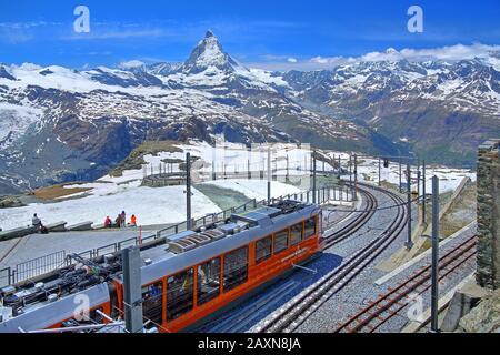 Sommet de la gare Gornergrat 3089 m du chemin de fer rack devant Matterhorn 4478 m, Zermatt, vallée De La Matière, Valais, Suisse Banque D'Images