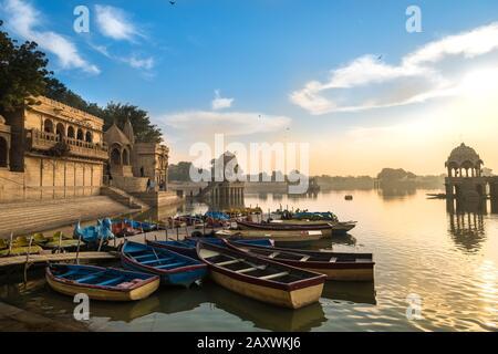 Scène tôt le matin au lac Gadisar, Jaisalmer, Rajasthan, Inde