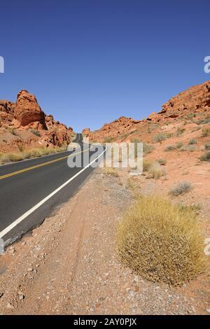 Traversez la vallée du feu, près de Las Vegas, Nevada, South West USA Banque D'Images