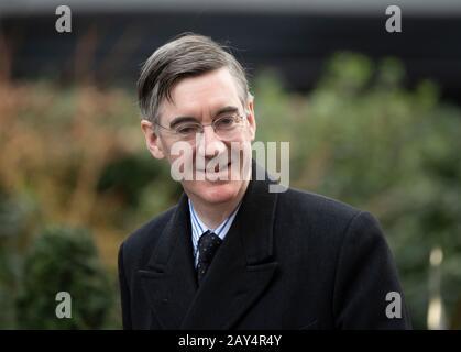 Downing Street, Londres, Royaume-Uni. 14 février 2020. Jacob Rees-Mogg député, leader des Communes de Downing Street, pour la réunion hebdomadaire du Cabinet. Crédit : Malcolm Park/Alay Live News. Banque D'Images