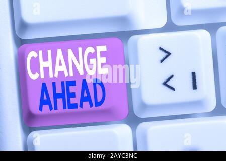 Écriture de texte écriture manuscrite changer en avance. Concept signifiant remplacer par ou échanger pour un autre devenu différent White pc keyboar Banque D'Images