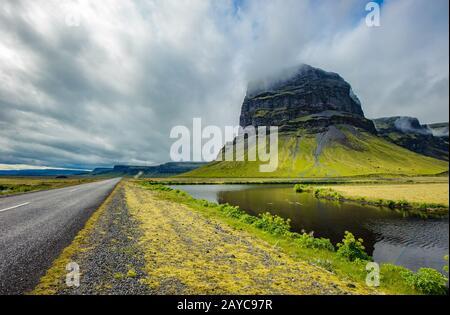 Paysage typique de l'Islande. Route panoramique. Banque D'Images