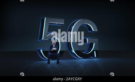 Homme d'affaires excité asseyez-vous sur la police futuriste de 5 G de rendu avec lumière bleue néon . La technologie de communication à vitesse de réseau mobile Banque D'Images