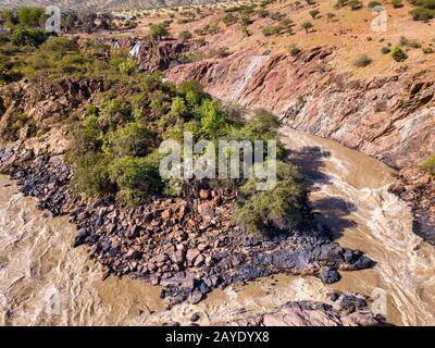 Chutes aériennes d'Epupa sur la rivière Kunene en Namibie